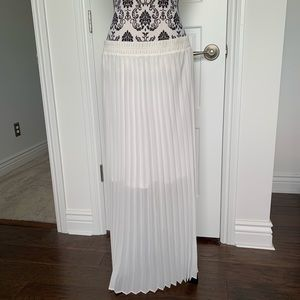 NY Collection Skirts - NY Collection Sz L white sheer pleated maxi skirt